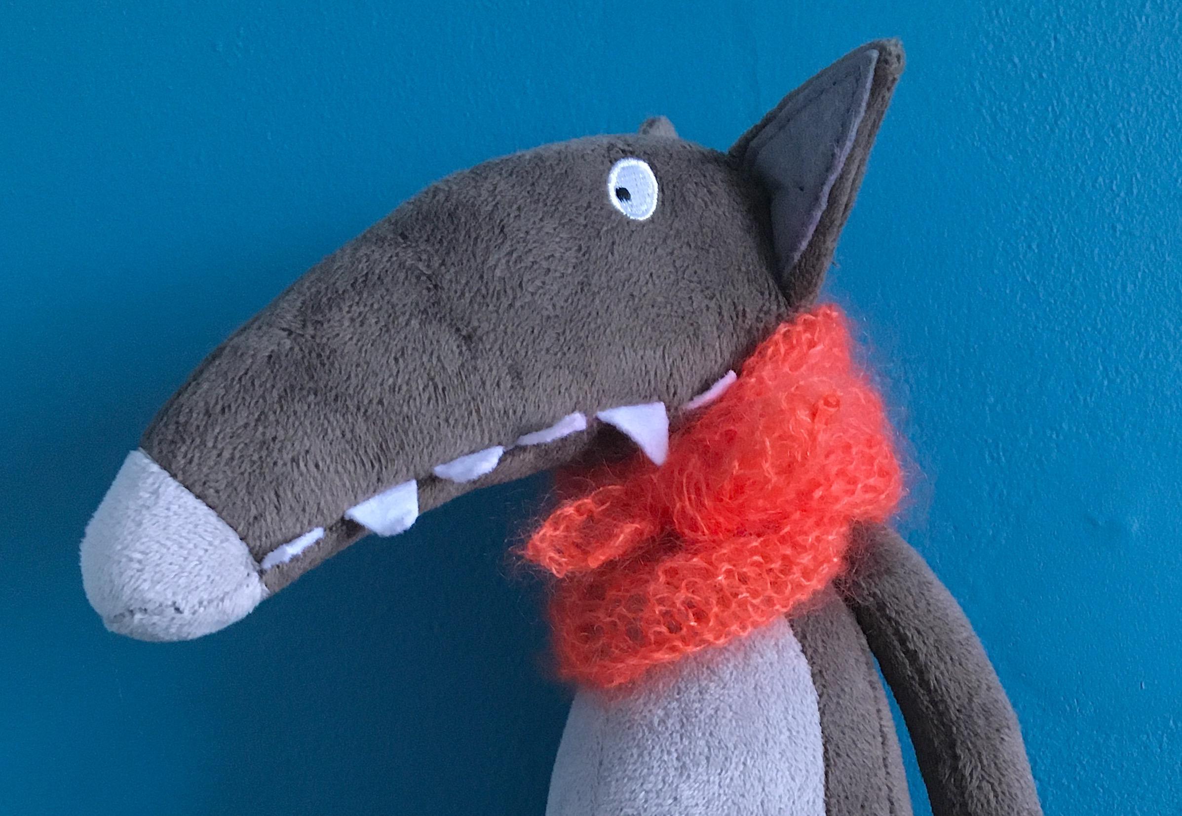 Petit Loup et son écharpe orange